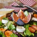 Salad with fig, tomato, green salad, carrot and cheese