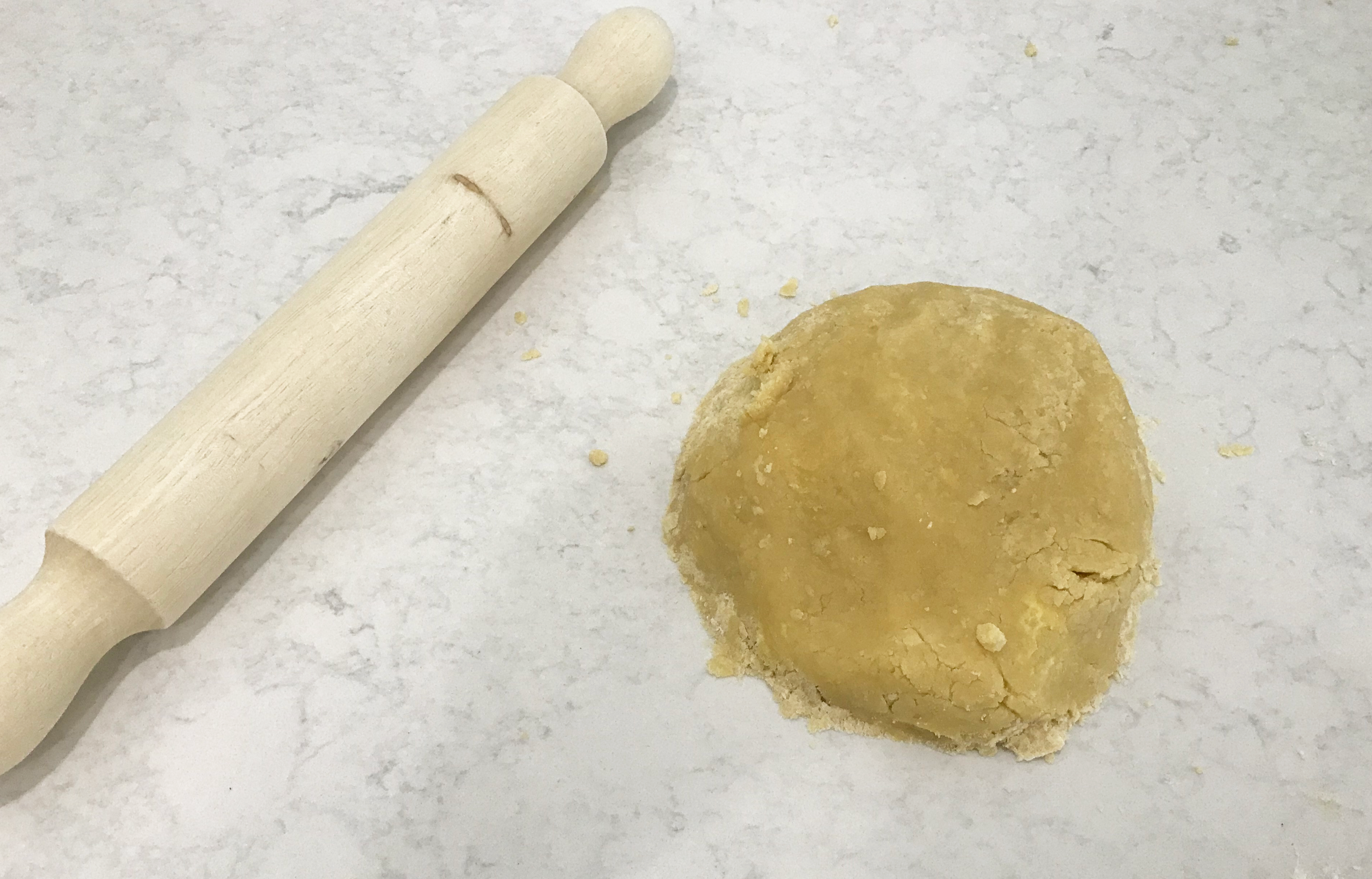 rolling pin and shortbread dough